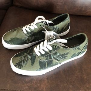 Old navy Sneakers for men new with tags